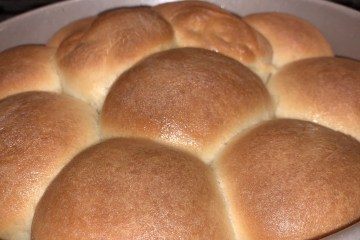 Baked sweet buttery dinners rolls in a round pan