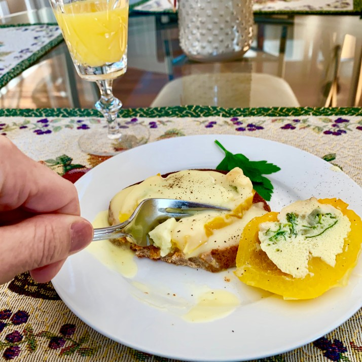 Sliced Egg-Stuffed Pepper on Toast with Hollandaise Sauce