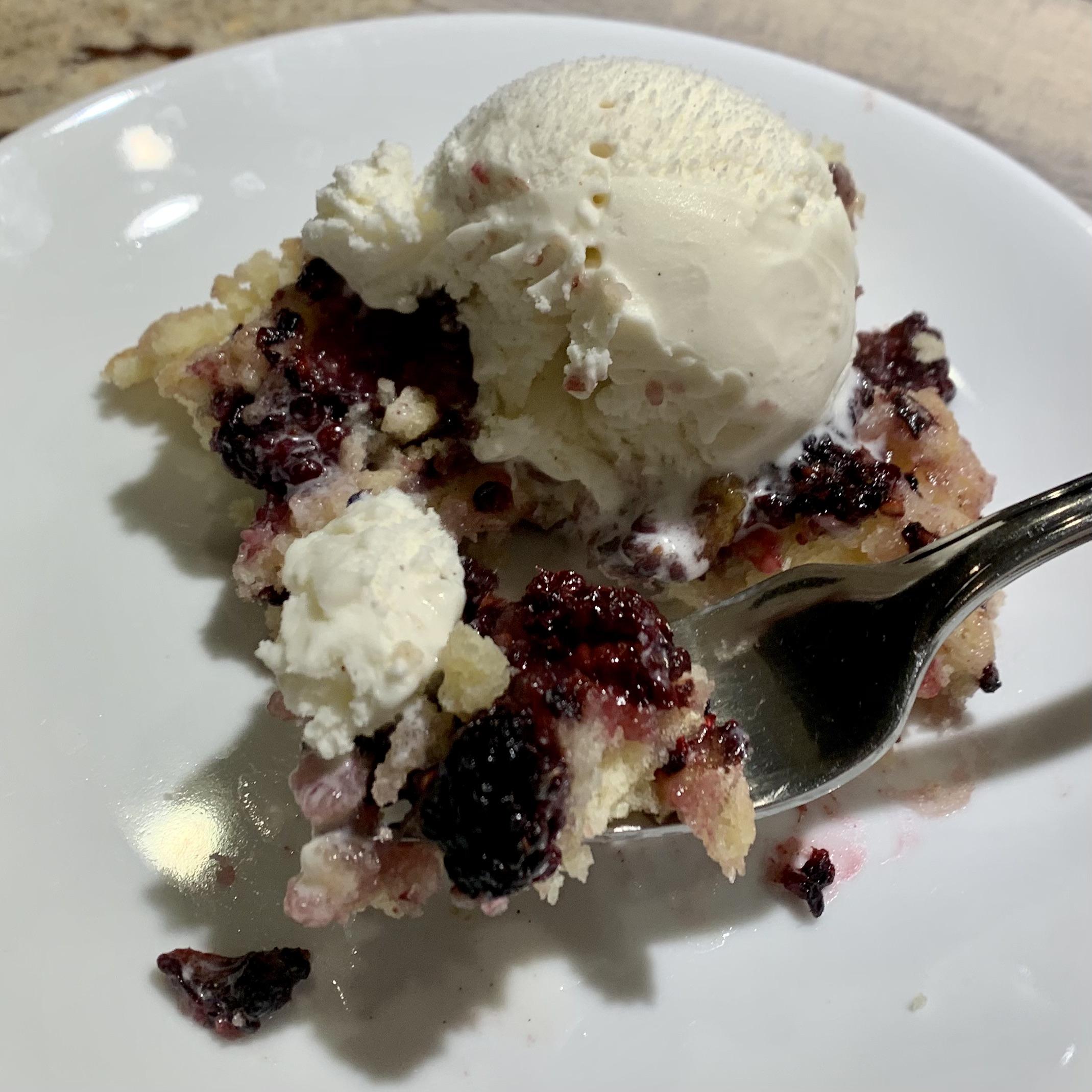 Blackberry Cobbler- The Perfect Farmhouse Dessert! via @susanmylovingoven.com