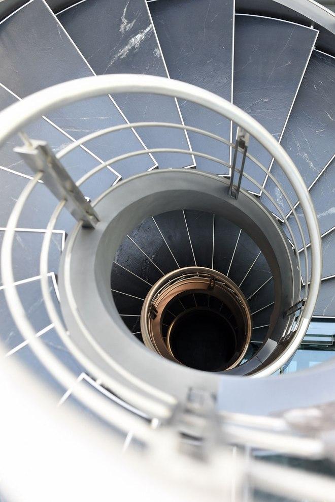 L'exceptionnel escalier tournant sur 4 niveaux, de votre maison de prestige à Bordeaux