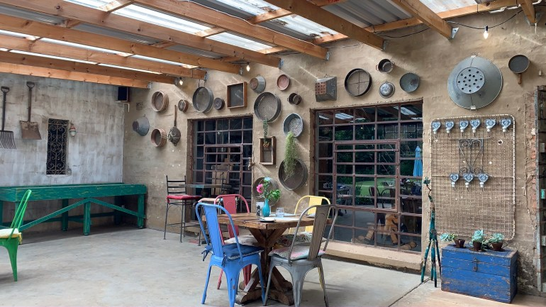 An overnight trip on the Midlands Meander - Crystal Barn accommodation - the outdoor eating area