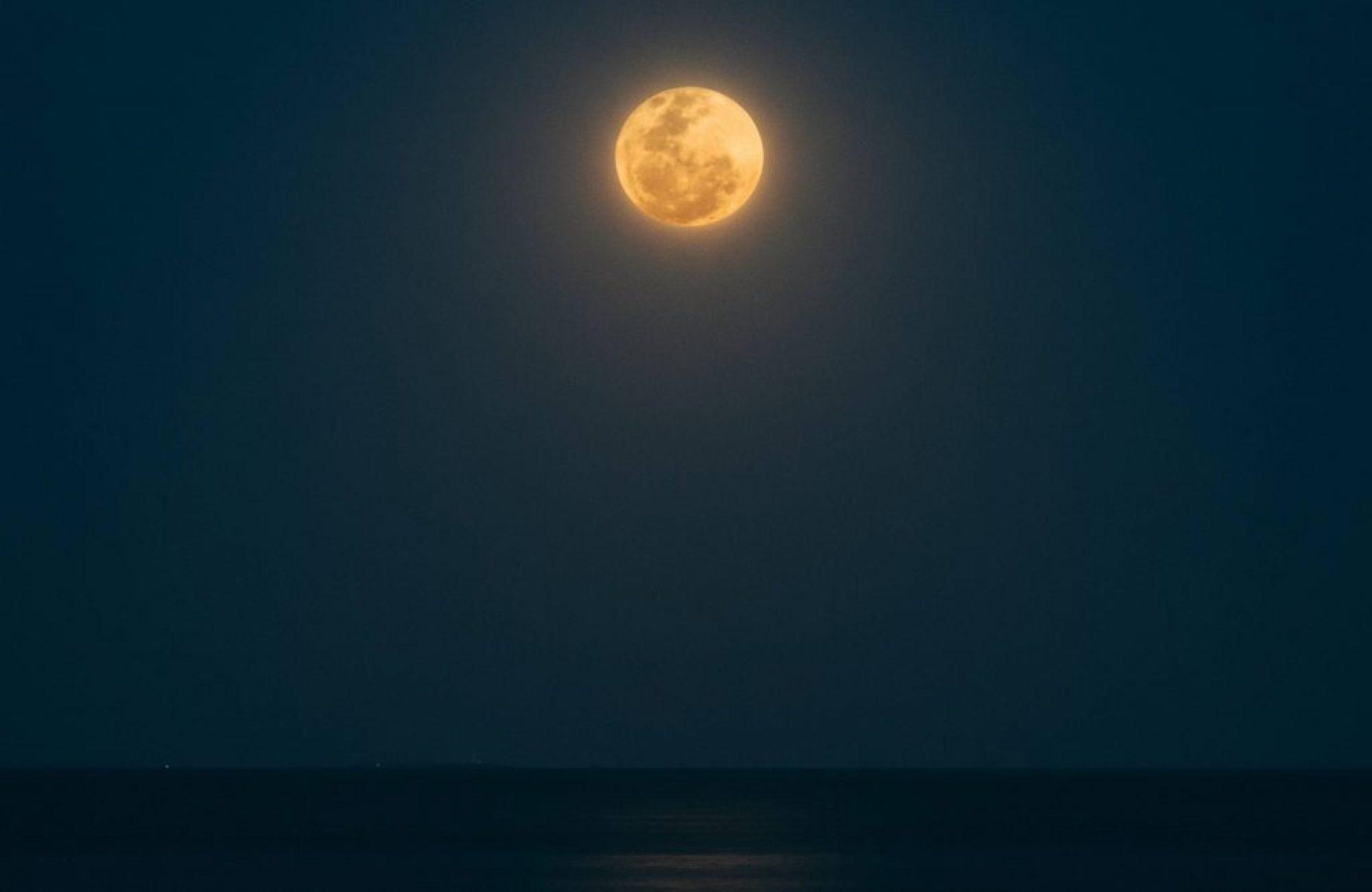 Full moon Guzman Barquin Unsplash