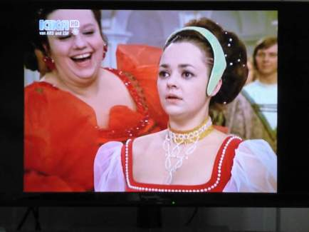 Klein Röschen laugs at the stepsister as the prince runs off after a conversation with the stepsister