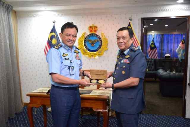 COAF Dato' Sri Ackbal bin Haji Abdul Samad received a farewell visit from MG Dato' Raja Ahmad Ikram.