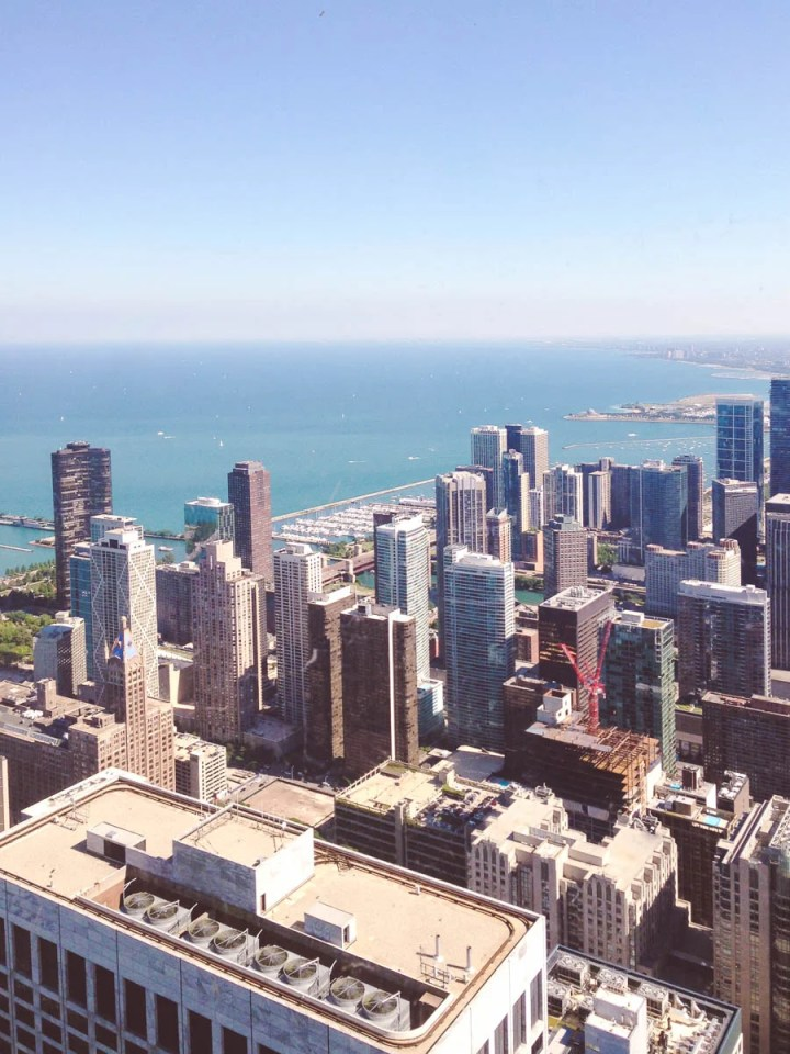 My 5 Favorite Chicago Food Experiences - From a bar with full city skyline views to Italian doughnuts with a squeeze bottle filling, I've put together a list of my favorite food experiences while visiting Chicago!