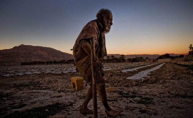 Amoo-Hadji-no-bath-for-60-years-10-HR