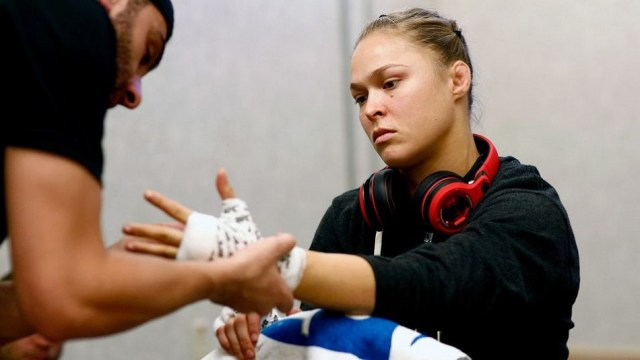 BREAKING NEWS:  Ronda Rousey to return Dec. 30 at UFC 207 for title