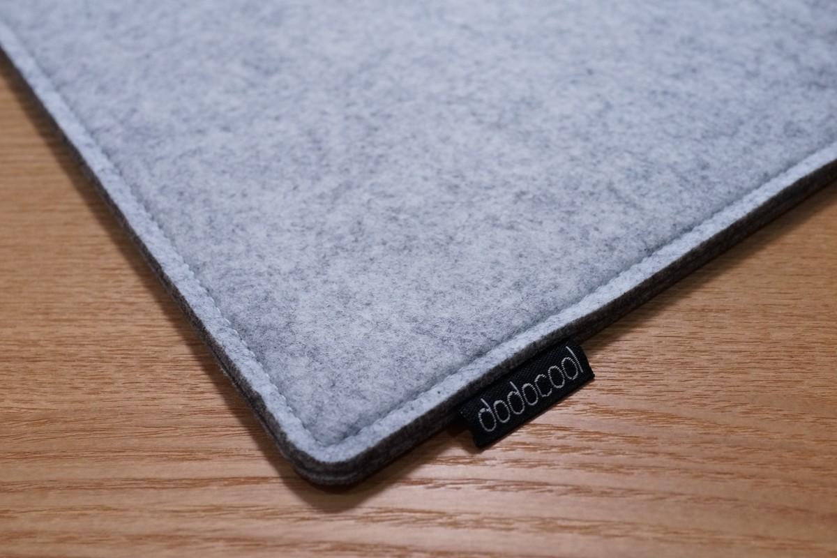 dodocool MacBook用 12インチフェルト素材のソフトケースレビュー 表面のフェルト素材の質感参考写真