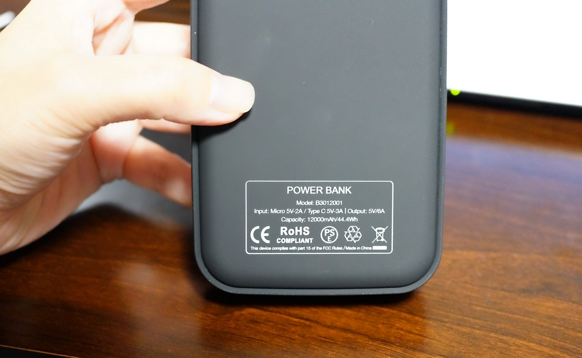 EC Technology 12000mAh モバイルバッテリーレビュー
