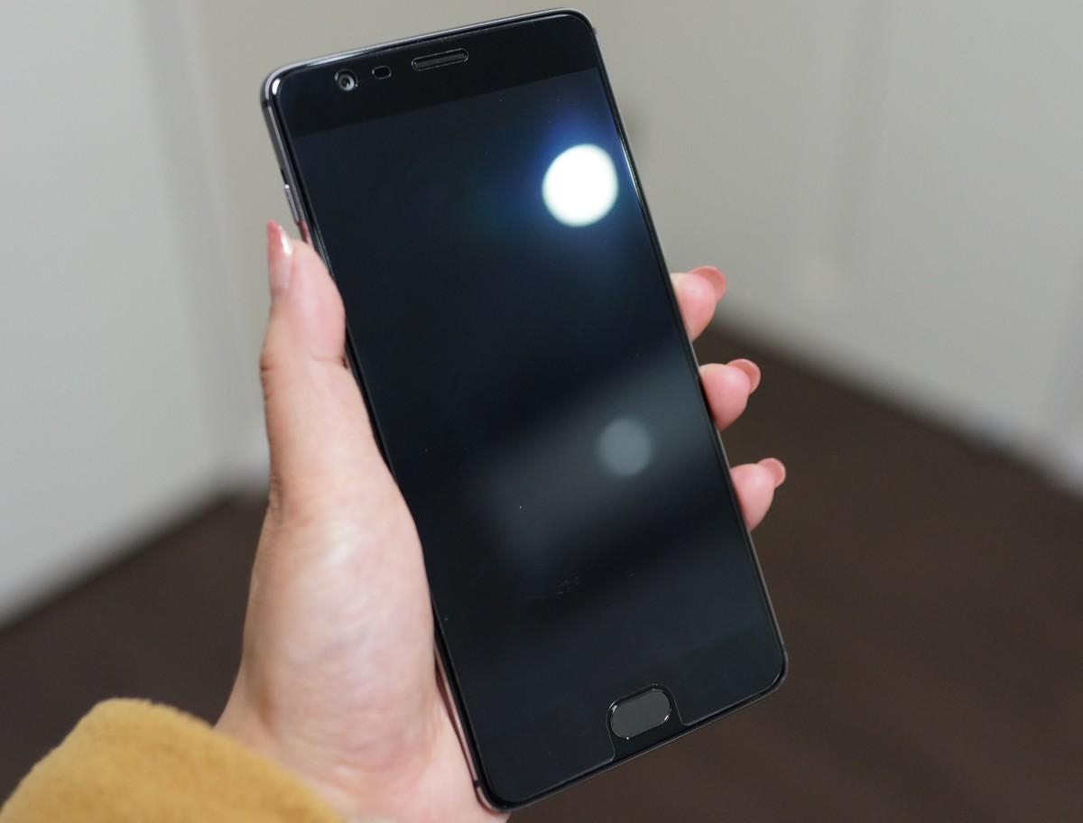 OnePlus 3T レビュー 液晶ガラスディスプレイ保護フィルムは標準搭載