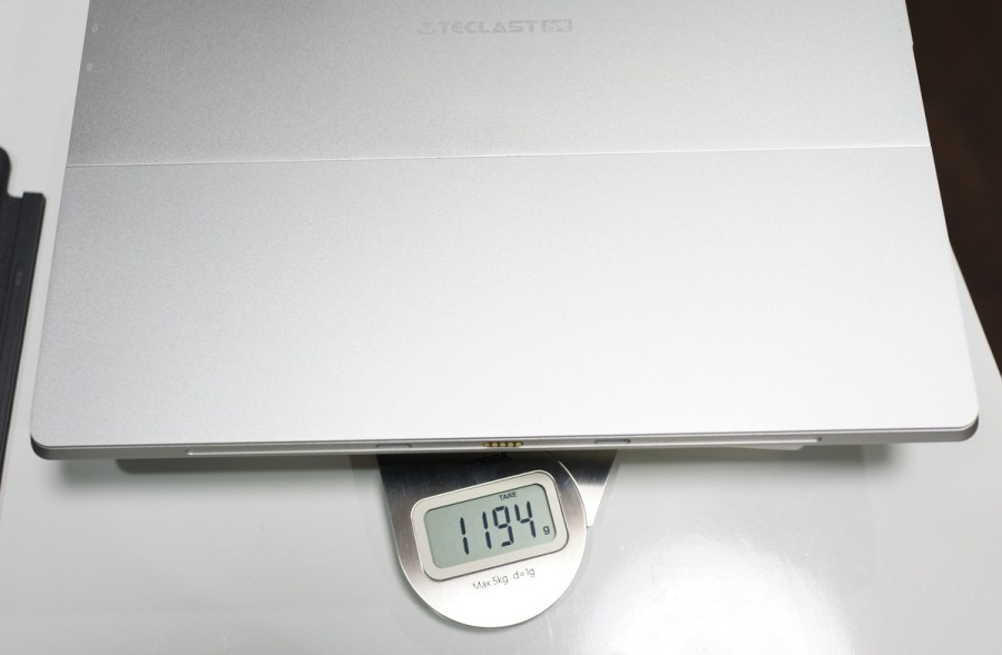 TECLAST X5 Pro レビュー 本体の重さ参考画像