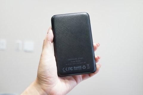 10000mAhなのに小さくて軽いAUKEYのモバイルバッテリーレビュー
