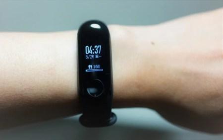 【クーポンで$23.99】Xiaomi Mi band 3 レビュー LINEの通知が受信できて防水で軽量