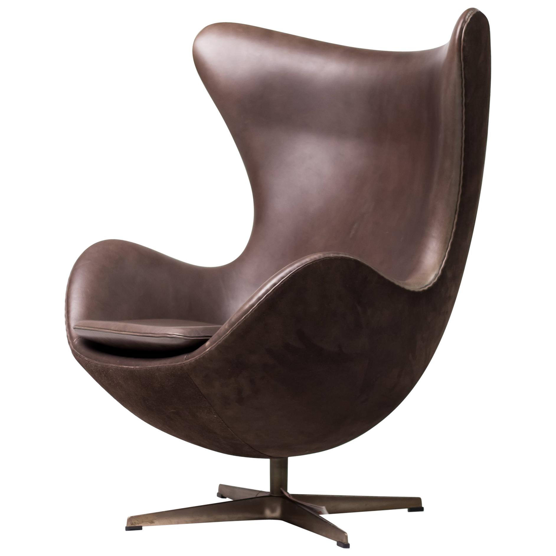Arne Jacobsen Egg Chair Limited Edition Golden Egg Chair By Arne Jacobsen