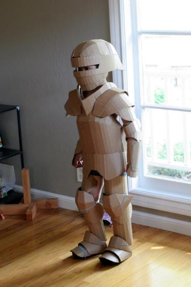 cardboard-knight-costume-diy-19