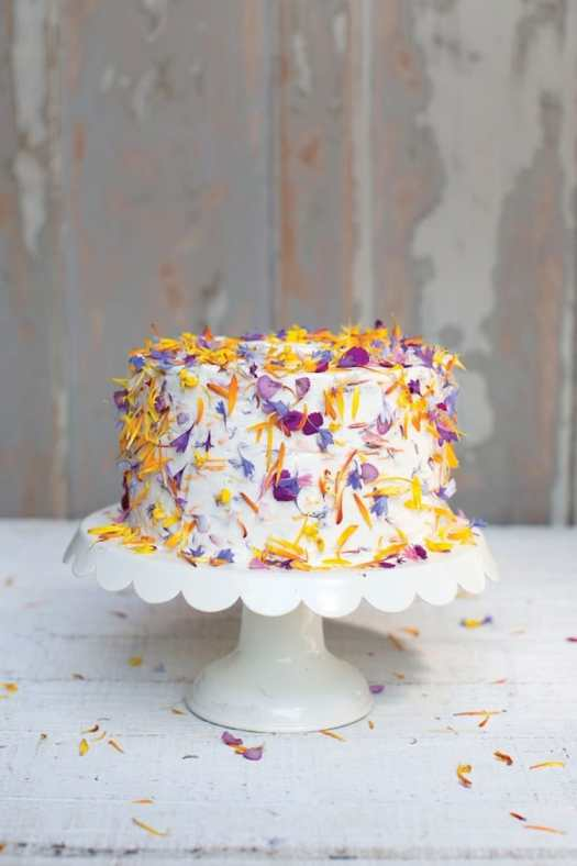 How to Make Edible Flower Cakes