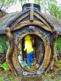 Real Life Hobbit House Imagines the Fantastical Book into ...