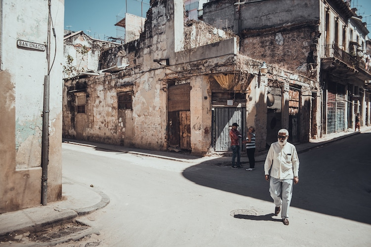 Photos of Cuba Shot in Cinematic Style Highlight Urban and Rural Life
