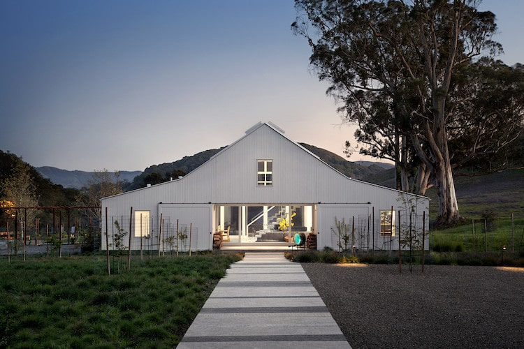 19 Beautiful Barn Homes with Contemporary Style