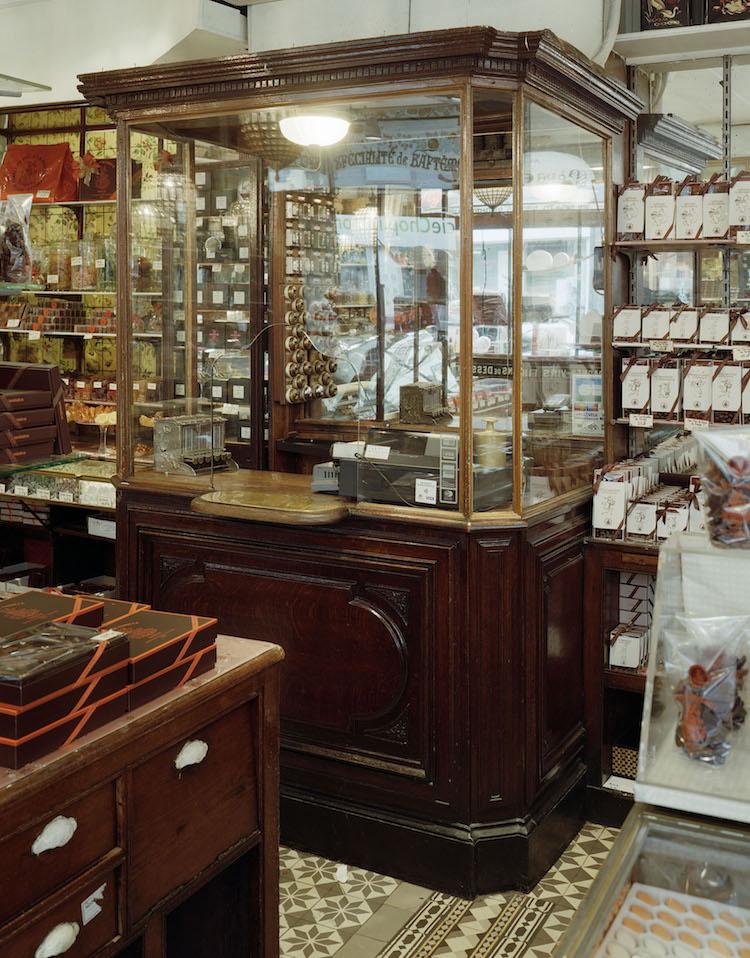 A La Mere De Famille Paris : famille, paris, Mère, Famille,, Oldest, Chocolate, Paris