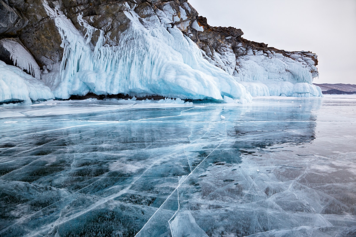 Ice Fall Wallpaper See How Lake Baikal In Siberia Transforms Into Winter