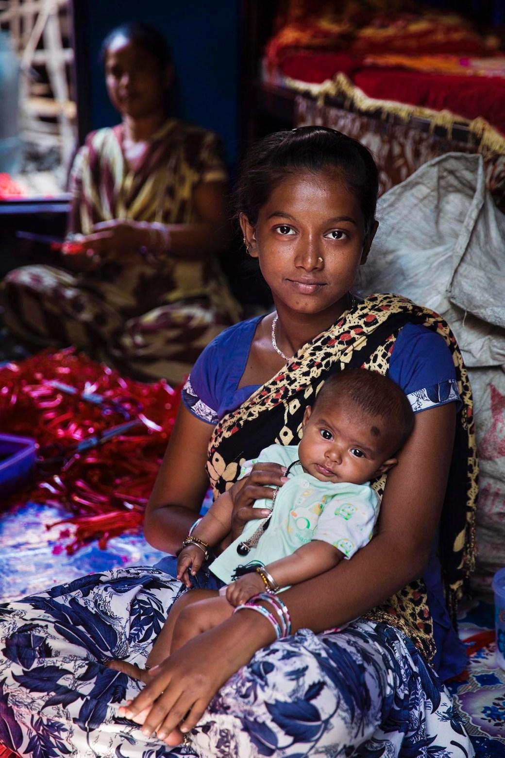 Bangladeshi woman and her daughter in Kolkata