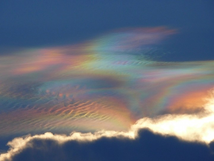 Single Hd Wallpaper 13 Iridescent Clouds That Light Up The Sky With Colorful