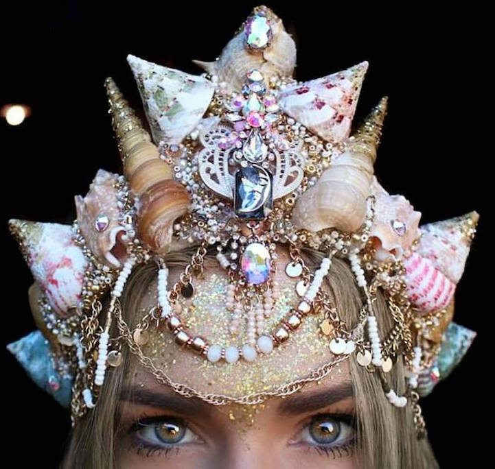 Dazzling Crowns Adorned with Seashells Transform Women