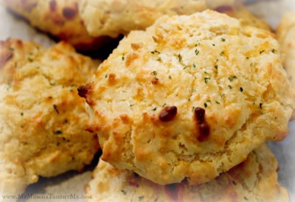 cheddar garlic biscuit