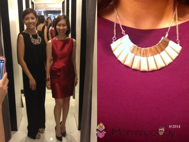 Left is Kris of OcMominManila with Tin, in the same jumper (looks better on her though!) Right: the Cleopatra-like accessory that I won!