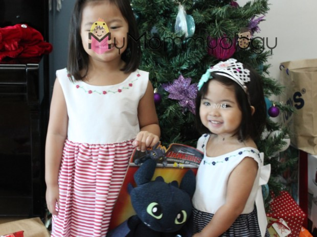 The girls' Christmas dresses were from Ines Moda Infantil!