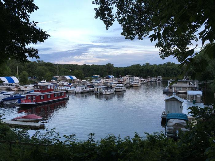 houseboat marina