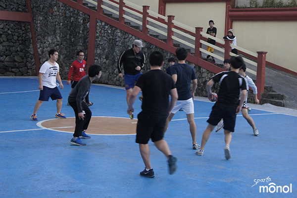 teams-playing-futsal
