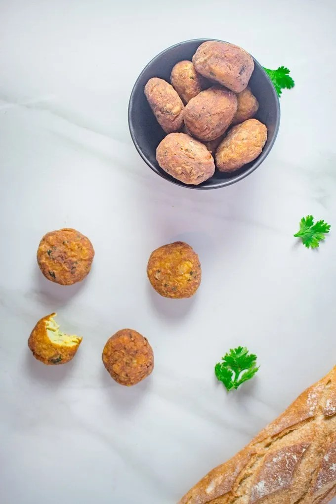Maakouda - Moroccan Potato Fritters | Crispy on the outside and fluffy on the inside, this moroccan recipe is sure to please! #moroccan #recipe #easy #food #snack