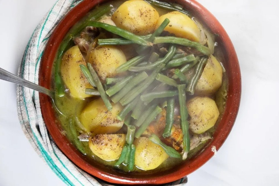 Steaming green bean and potato tagine