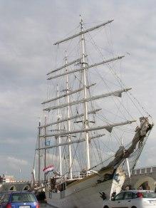 Dit is ze dan, de oude walvisjager omgebouwd tot partyschip