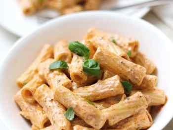 Creamy and spicy red pesto pasta