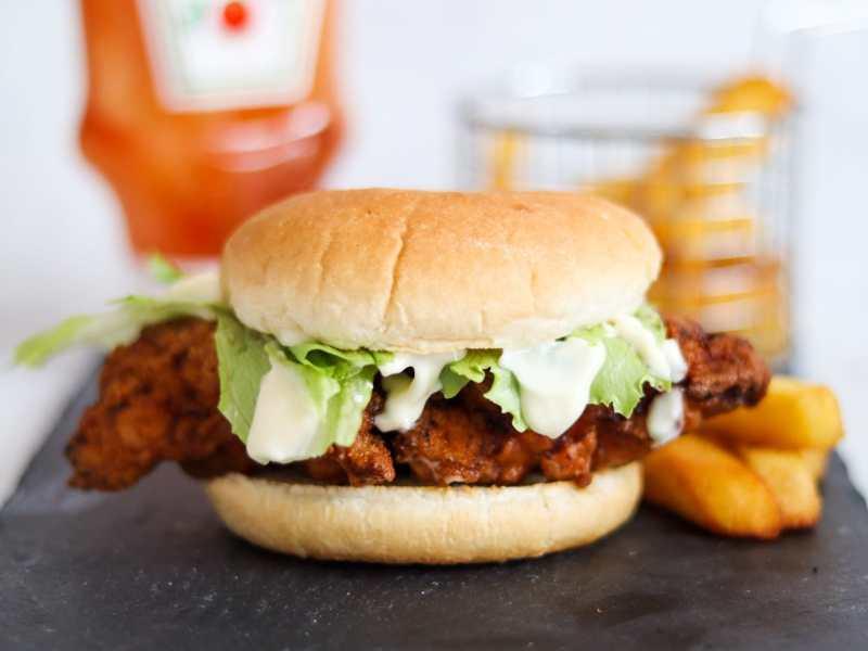 How to make crispy chicken fillet burgers (zinger burger)