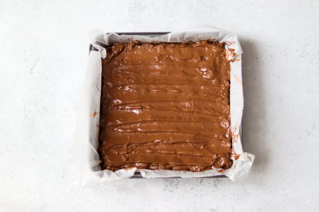 Chocolate spreaded over tiffin mixture