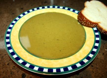 Spinach and Pea soup with challah