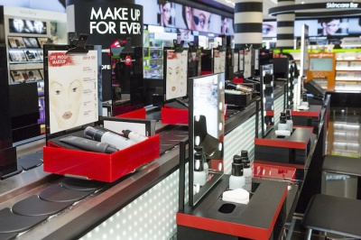200920-make-up-forever-ouvre-son-bar-beaute-chez-sephora-champs-elysees-2