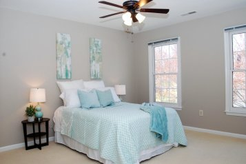 Picture of vacant guest bedroom staging