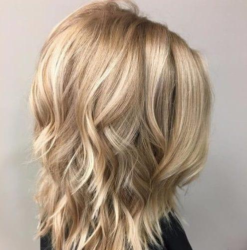 beige rubia cortes de pelo en capas