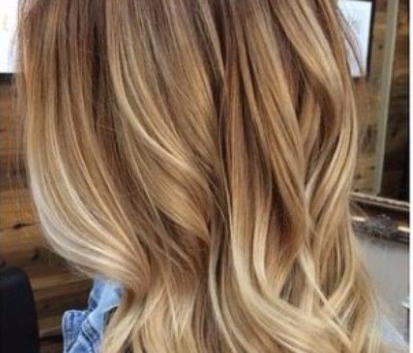 la luz de la madera y miel rubia balayage color de pelo