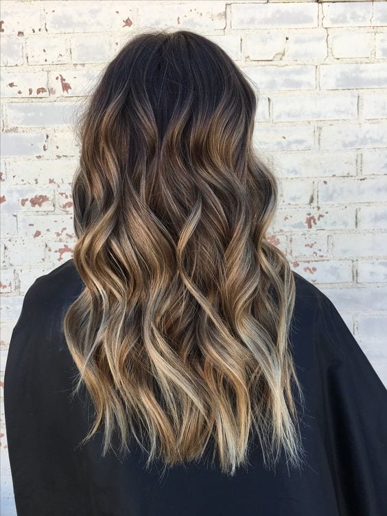 loose waves chunky brown hair with blonde highlights