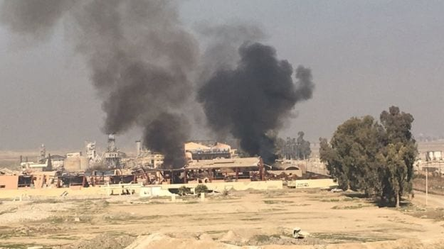 Mosul offensive: Iraqi forces storm airport in bid to retake city