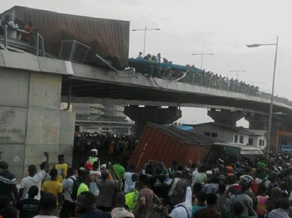 PICTURES: Cargo Truck Falls Off  From Circle Interchange
