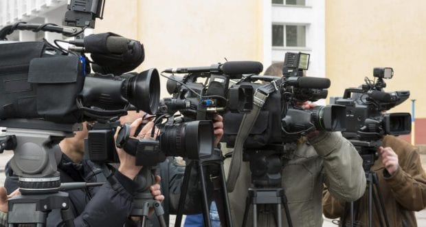 11 Reasons why you must date a journalist