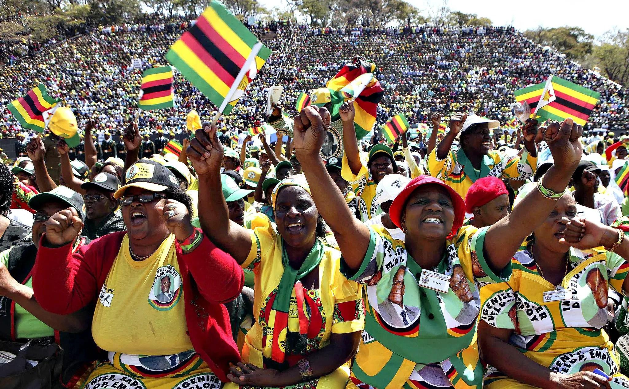 Zimbabwe: Crowds gather to see Emmerson Mnangagwa sworn in