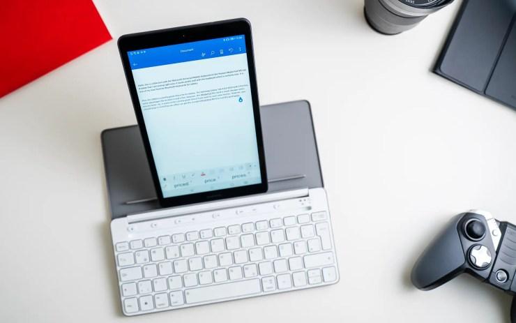 Huawei MediaPad M5 Lite 8 with keyboard